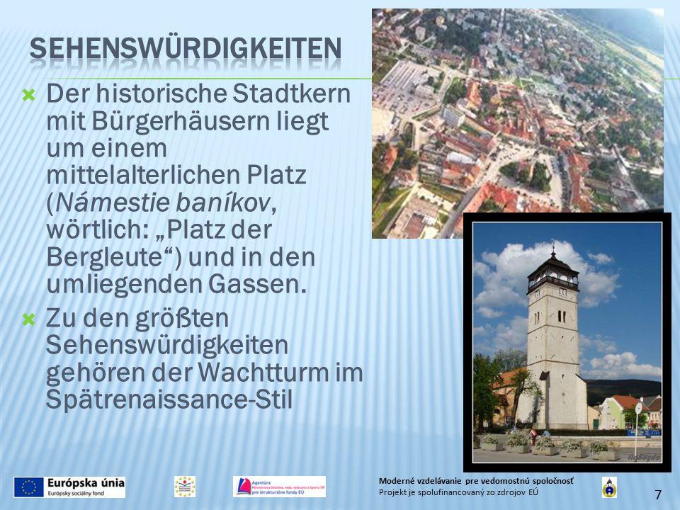 """ Der historische Stadtkern mit Bürgerhäusern liegt um einem mittelalterlichen Platz (Námestie baníkov, wörtlich: """"Platz der Bergleute ) und in den umliegenden Gassen."""