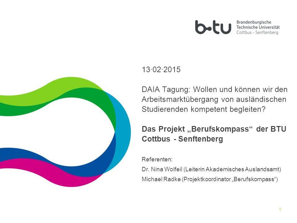 """2 Gliederung 1. Kontext – Wirtschaftsumfeld und Universität 2. Projekt """"Berufskompass 3. Fazit"""