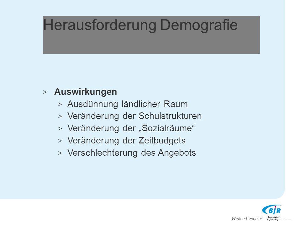 """Winfried Pletzer Herausforderung Demografie > Auswirkungen > Ausdünnung ländlicher Raum > Veränderung der Schulstrukturen > Veränderung der """"Sozialräu"""