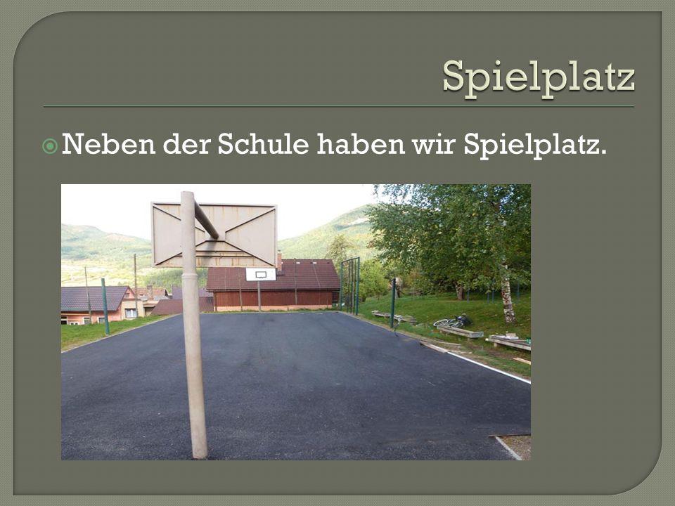  Neben der Schule haben wir Spielplatz.