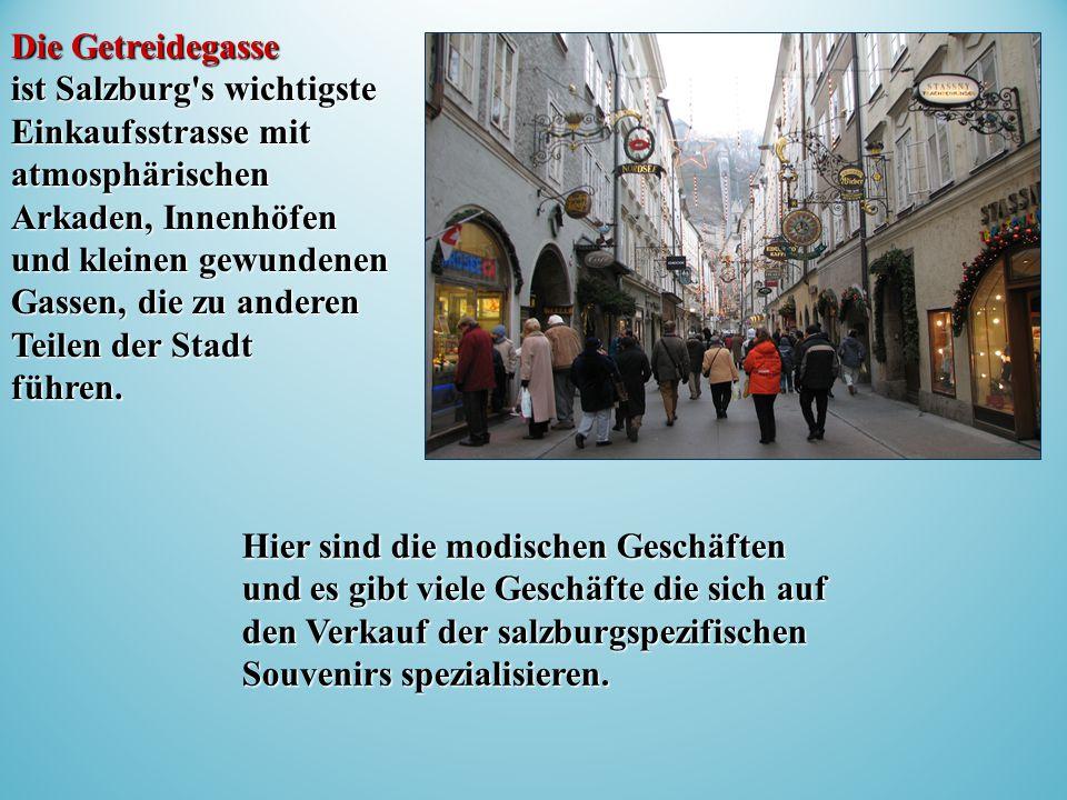 Die Getreidegasse ist Salzburg s wichtigste Einkaufsstrasse mit atmosphärischen Arkaden, Innenhöfen und kleinen gewundenen Gassen, die zu anderen Teilen der Stadt führen.