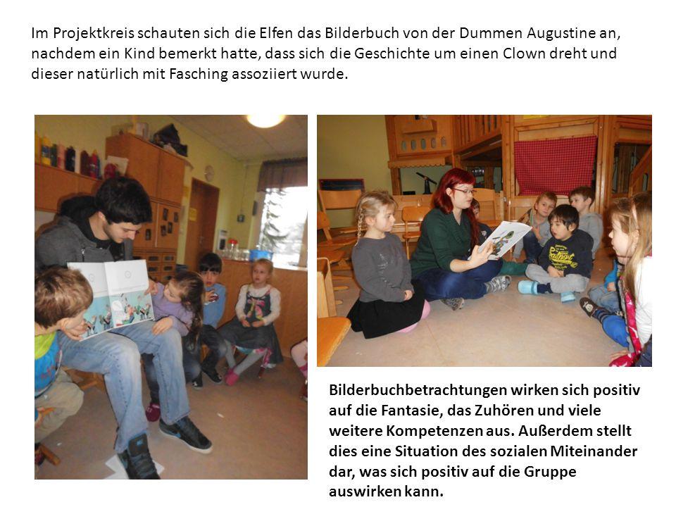 Im Projektkreis schauten sich die Elfen das Bilderbuch von der Dummen Augustine an, nachdem ein Kind bemerkt hatte, dass sich die Geschichte um einen