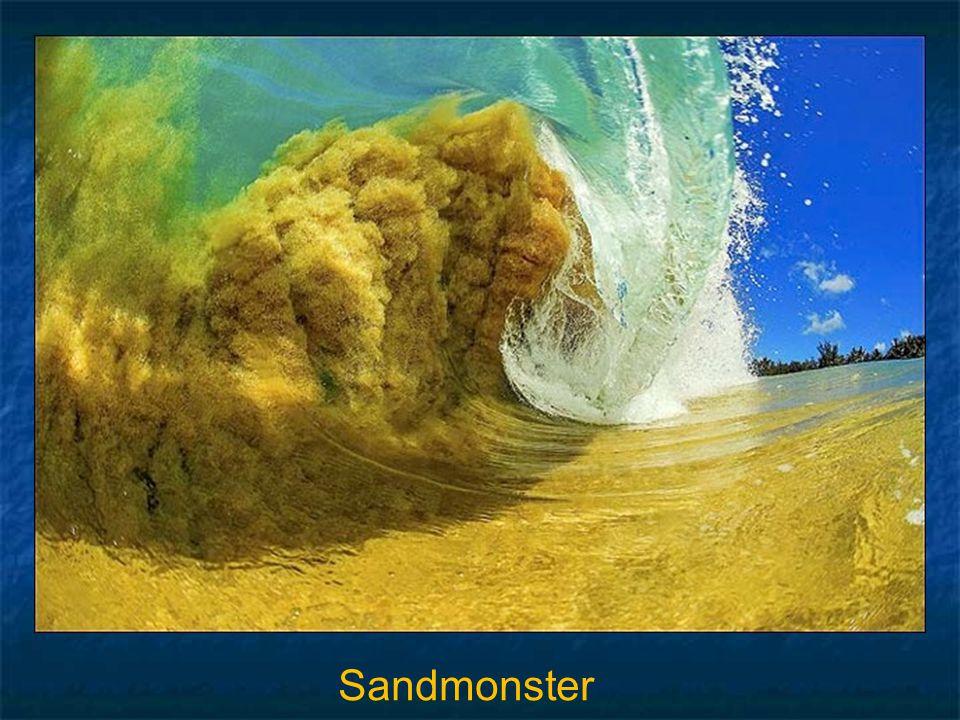 """Nachfolgendes Bild fängt den Sand von Ocean's Boden und reißt ihn rauf in die gewaltige Welle, ähnlich wie ein Sandsturm. Clark Little nennt es """"Sand"""