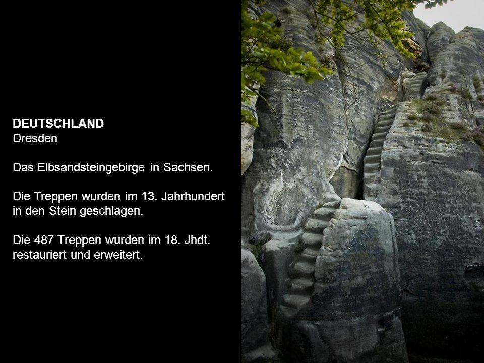 INDIEN Die Quelle von Chand Baori.Ein Stufenbrunnen, gegraben im 10.