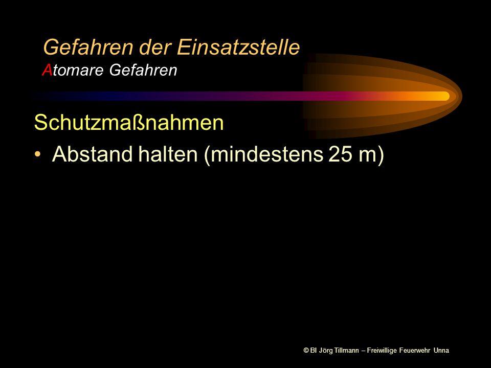 © BI Jörg Tillmann – Freiwillige Feuerwehr Unna Gefahren der Einsatzstelle Atomare Gefahren  -Strahlung  -Strahlung  -Strahlung  Positiv geladen  2 Protonen  2 Elektronen  Sehr energiereich (4-5 MeV), deswegen sehr gefährlich bei Inkorporation  Durch die Größe sehr leicht abschirmbar  Reichweite in Luft ca.