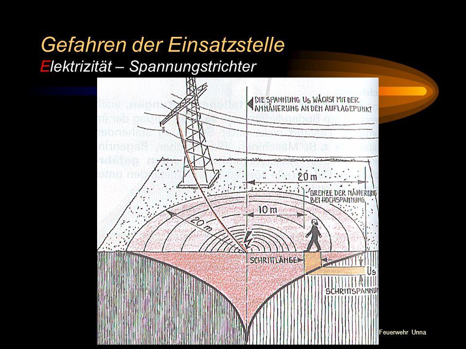 © BI Jörg Tillmann – Freiwillige Feuerwehr Unna Gefahren der Einsatzstelle Elektrizität – Spannungstrichter