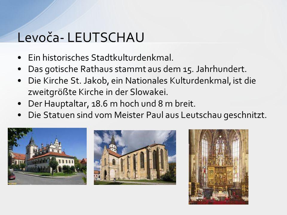 Ein historisches Stadtkulturdenkmal. Das gotische Rathaus stammt aus dem 15. Jahrhundert. Die Kirche St. Jakob, ein Nationales Kulturdenkmal, ist die