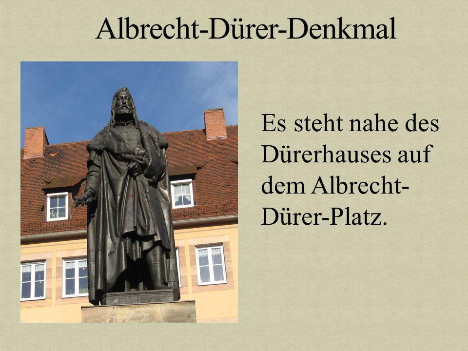 Es steht nahe des Dürerhauses auf dem Albrecht- Dürer-Platz.