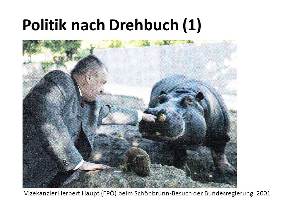 Politik nach Drehbuch (1) Vizekanzler Herbert Haupt (FPÖ) beim Schönbrunn-Besuch der Bundesregierung, 2001