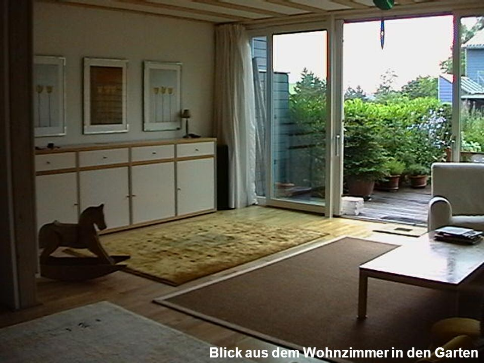 Blick aus dem Wohnzimmer in den Garten