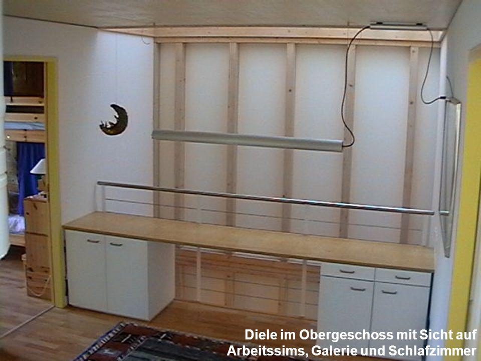 Diele im Obergeschoss mit Sicht auf Arbeitssims, Galerie und Schlafzimmer