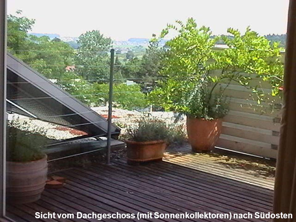 Sicht vom Dachgeschoss (mit Sonnenkollektoren) nach Südosten