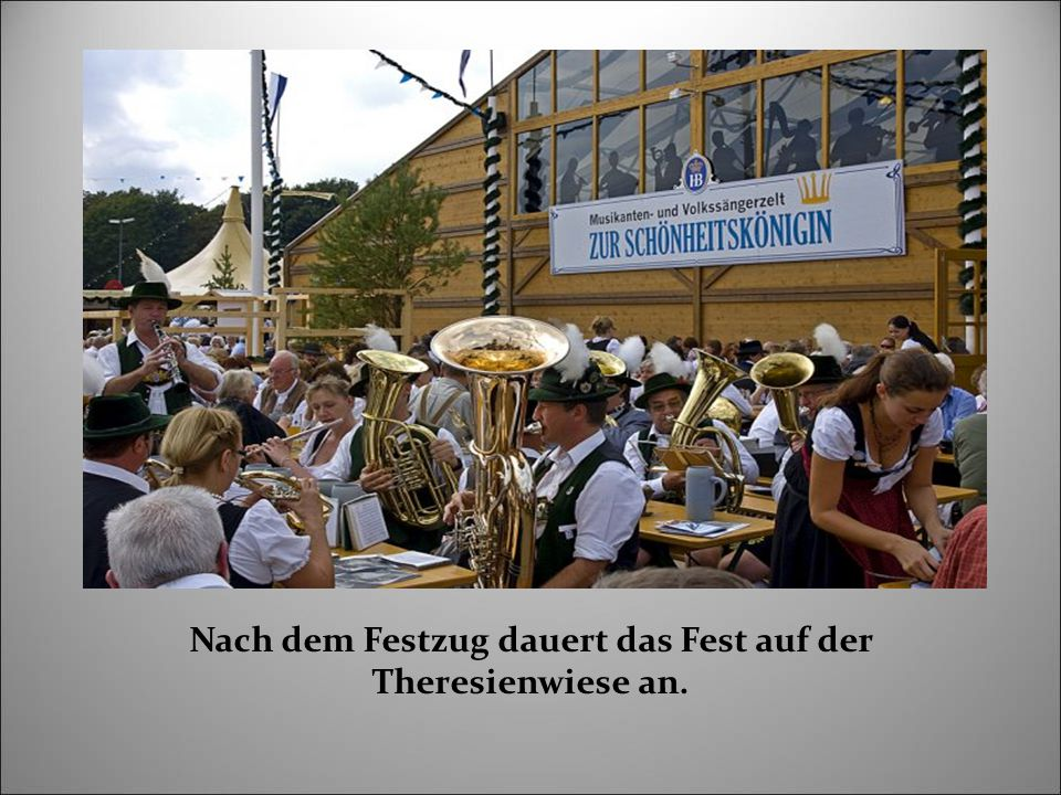 Nach dem Festzug dauert das Fest auf der Theresienwiese an.