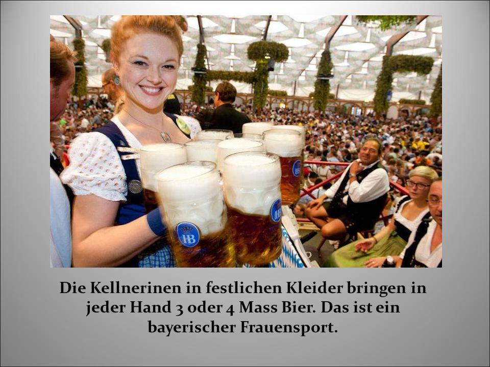 Die Kellnerinen in festlichen Kleider bringen in jeder Hand 3 oder 4 Mass Bier.