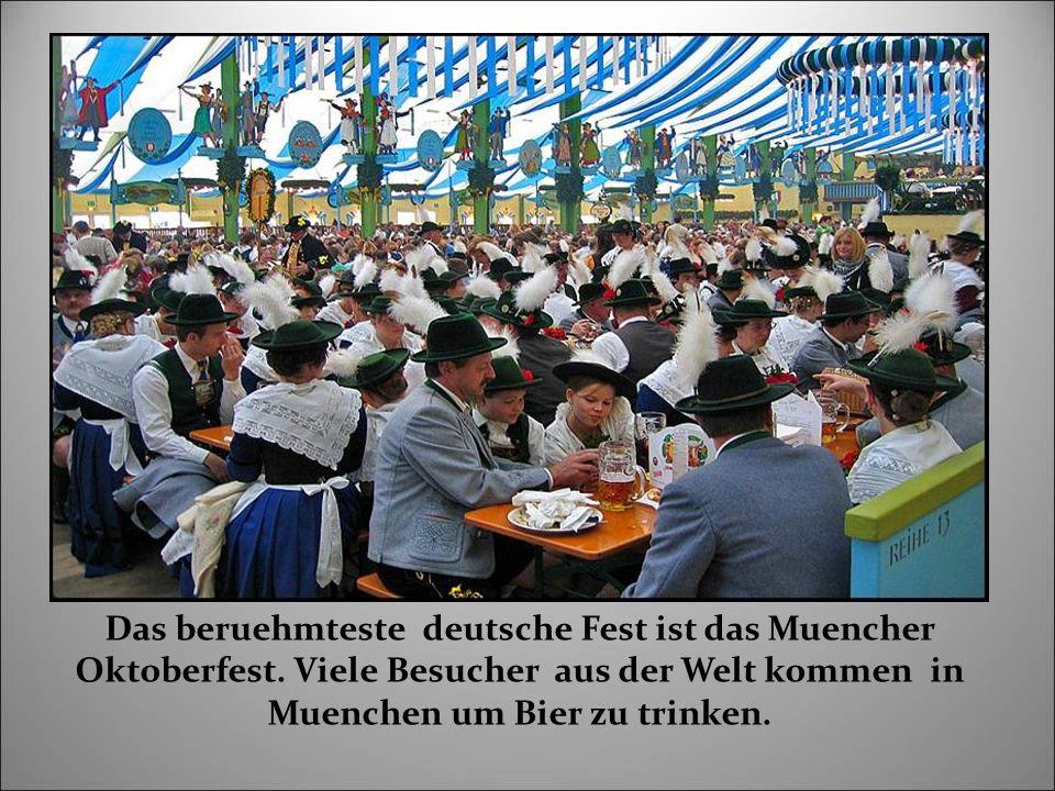 Das beruehmteste deutsche Fest ist das Muencher Oktoberfest.