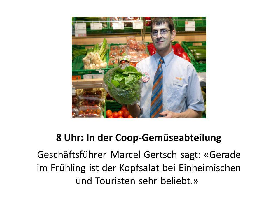 8.30 Uhr: Bei der Kassiererin Die Kassiererin Margaritha Kübli verkauft in Wengen den ersten Kopfsalat.