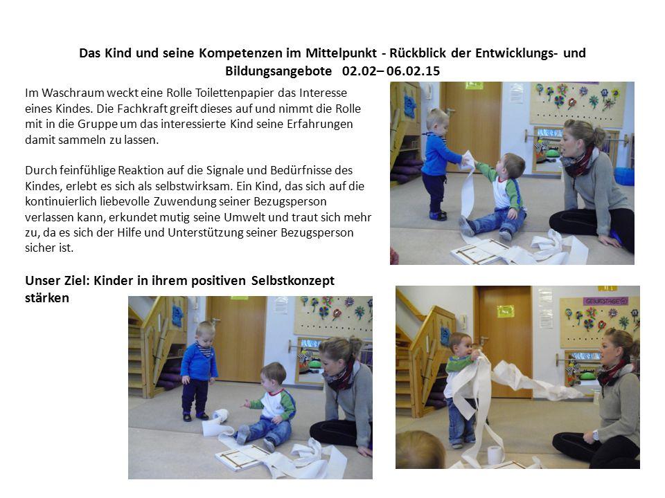 Das Kind und seine Kompetenzen im Mittelpunkt - Rückblick der Entwicklungs- und Bildungsangebote 02.02– 06.02.15 Im Waschraum weckt eine Rolle Toilettenpapier das Interesse eines Kindes.