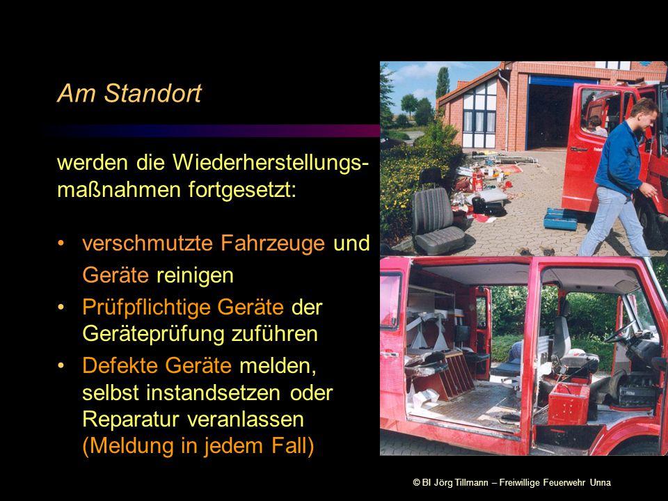 © BI Jörg Tillmann – Freiwillige Feuerwehr Unna Am Standort werden die Wiederherstellungs- maßnahmen fortgesetzt: verschmutzte Fahrzeuge und Geräte re