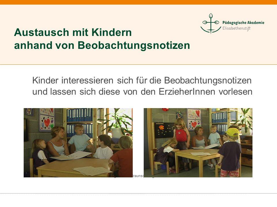 Städtische Kindertagesstätte Braunschweig Kinder interessieren sich für die Beobachtungsnotizen und lassen sich diese von den ErzieherInnen vorlesen A
