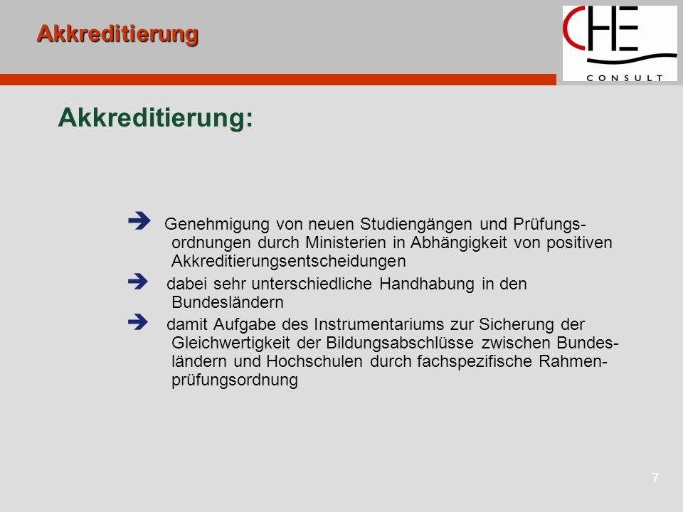 7Akkreditierung Akkreditierung:  Genehmigung von neuen Studiengängen und Prüfungs- ordnungen durch Ministerien in Abhängigkeit von positiven Akkreditierungsentscheidungen  dabei sehr unterschiedliche Handhabung in den Bundesländern  damit Aufgabe des Instrumentariums zur Sicherung der Gleichwertigkeit der Bildungsabschlüsse zwischen Bundes- ländern und Hochschulen durch fachspezifische Rahmen- prüfungsordnung