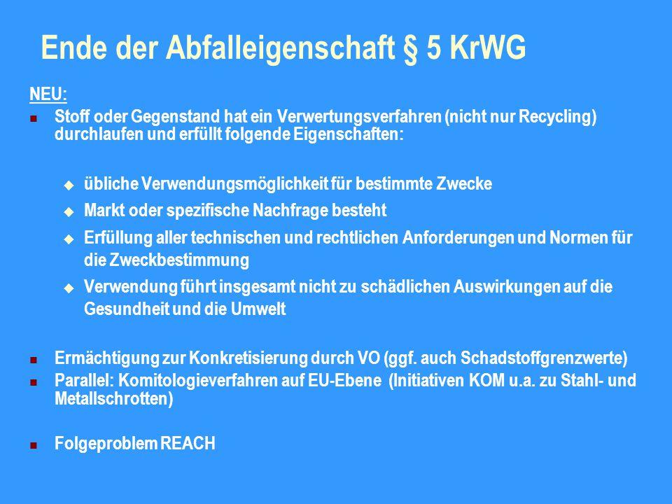 Abfallhierarchie § 6 KrWG NEU: Rangfolge der Abfallbewirtschaftungsmaßnahmen (Grundsatz § 6)  Vermeidung  Vorbereitung zur Wiederverwendung  Recycling  sonstige Verwertung, auch energetische Verwertung  Beseitigung Vorrang für die Maßnahme, die den Schutz von Mensch und Umwelt vor den schädlichen Auswirkungen am besten gewährleistet Dabei: Berücksichtigung des Vorsorge- und Nachhaltigkeitsprinzips Auswirkungsbetrachtung bezogen auf gesamten Lebenszyklus Kriterien: Emissionen, Ressourcenrelevanz, Energierelevanz, Schadstoffe Beachtung der technischen Möglichkeit, wirtschaftlichen Zumutbarkeit, sozialen Folgen