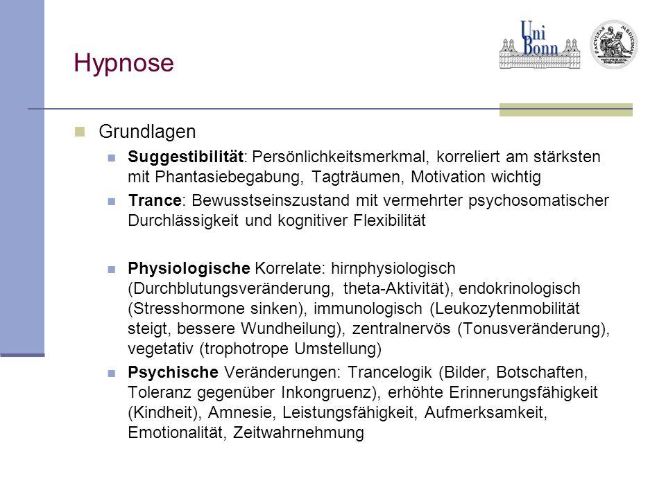 Hypnose Grundlagen Suggestibilität: Persönlichkeitsmerkmal, korreliert am stärksten mit Phantasiebegabung, Tagträumen, Motivation wichtig Trance: Bewusstseinszustand mit vermehrter psychosomatischer Durchlässigkeit und kognitiver Flexibilität Physiologische Korrelate: hirnphysiologisch (Durchblutungsveränderung, theta-Aktivität), endokrinologisch (Stresshormone sinken), immunologisch (Leukozytenmobilität steigt, bessere Wundheilung), zentralnervös (Tonusveränderung), vegetativ (trophotrope Umstellung) Psychische Veränderungen: Trancelogik (Bilder, Botschaften, Toleranz gegenüber Inkongruenz), erhöhte Erinnerungsfähigkeit (Kindheit), Amnesie, Leistungsfähigkeit, Aufmerksamkeit, Emotionalität, Zeitwahrnehmung