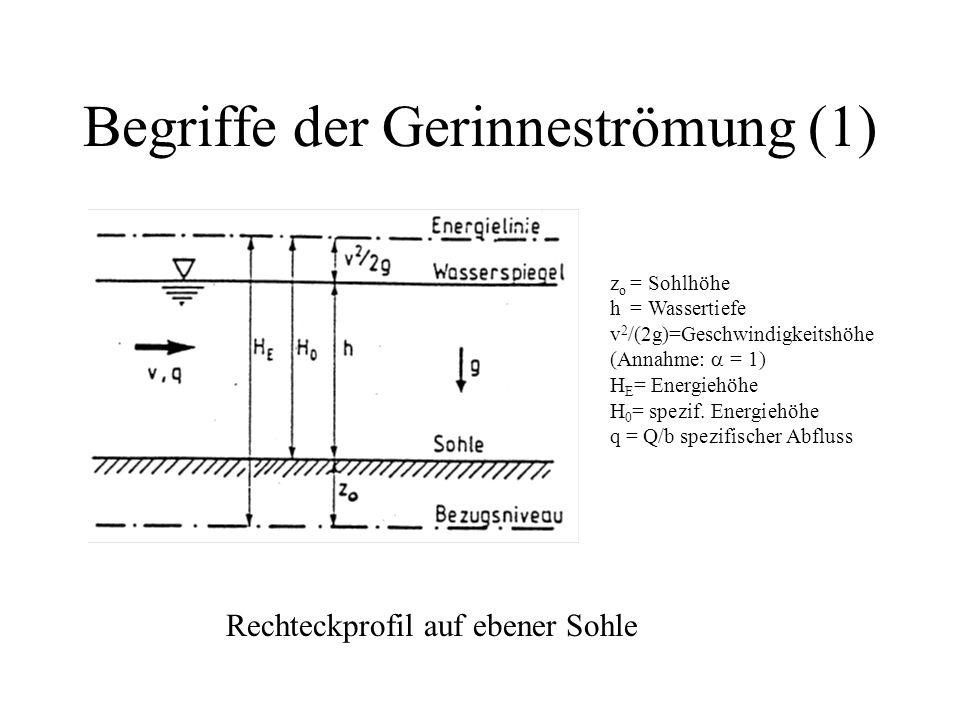 Begriffe der Gerinneströmung (1) Rechteckprofil auf ebener Sohle z o = Sohlhöhe h= Wassertiefe v 2 /(2g)=Geschwindigkeitshöhe (Annahme:  = 1) H E = E