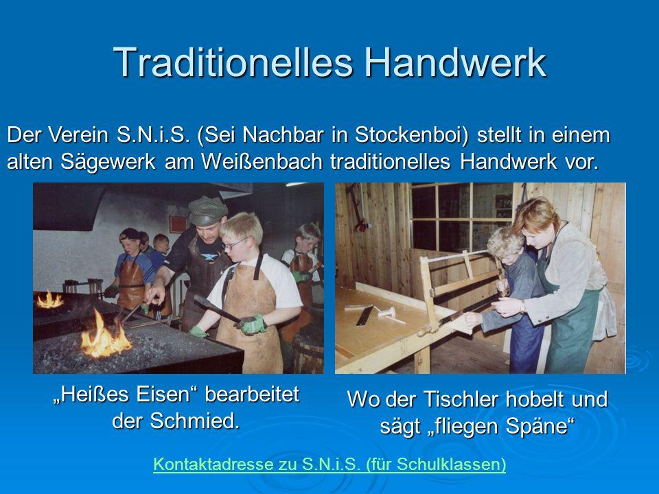 """Traditionelles Handwerk Der Verein S.N.i.S. (Sei Nachbar in Stockenboi) stellt in einem alten Sägewerk am Weißenbach traditionelles Handwerk vor. """"Hei"""