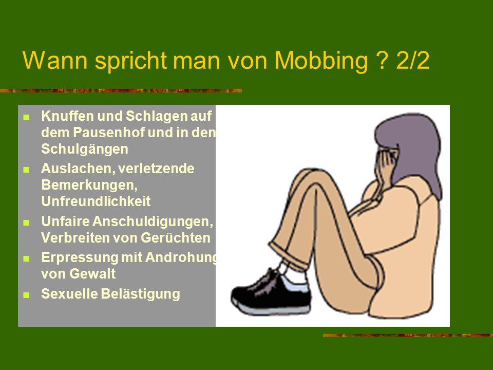 Wann spricht man von Mobbing ? 2/2 Knuffen und Schlagen auf dem Pausenhof und in den Schulgängen Auslachen, verletzende Bemerkungen, Unfreundlichkeit