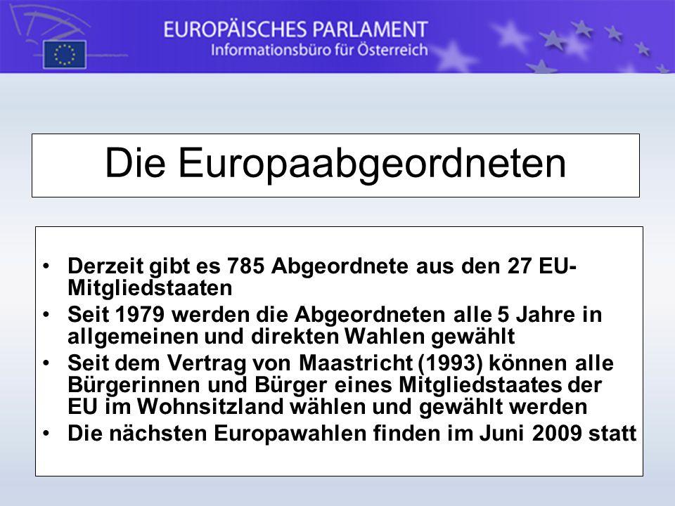 vertreten die Interessen der Bürger/innen auf EU-Ebene sind unabhängig, d.h., weder an Aufträge noch an Weisungen gebunden (freies Mandat), bilden intern Fraktionen Aufgaben: - legislative Arbeit in den EP-Ausschüssen, formulieren durch Berichte die Positionen des EP zu bestimmten Themen (+ inhaltliche Abstimmung in den Fraktionen) - Teilnahme an Plenartagungen in Straßburg und Brüssel - Zusammenarbeit mit nationalen Parlamenten inner- und außerhalb der Europäischen Union Die Arbeit der Europa-Abgeordneten