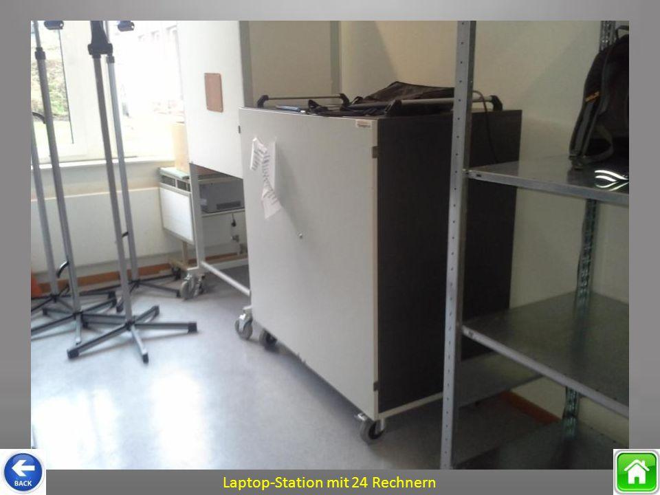 Laptop-Station mit 24 Rechnern