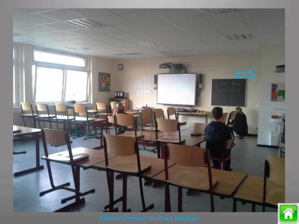 Klassenzimmer im roten Neubau
