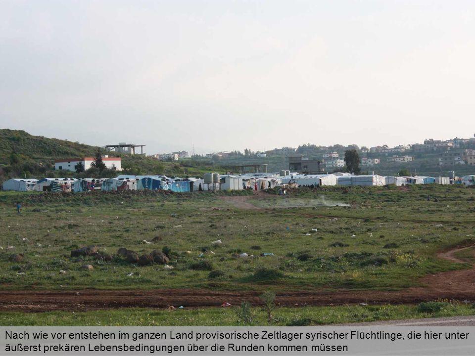 Nach wie vor entstehen im ganzen Land provisorische Zeltlager syrischer Flüchtlinge, die hier unter äußerst prekären Lebensbedingungen über die Runden