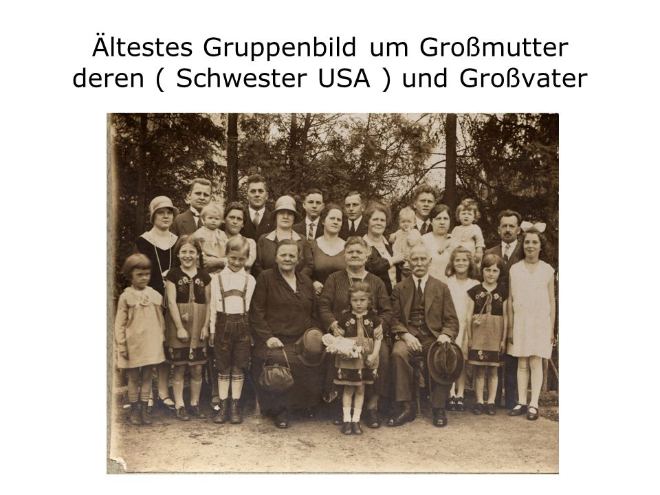 In Großeltern's Wohnzimmer Hinten von Links:Wilma – Fritz – Großmutter - Großvater Vordere Reihe von Links:Trudel – Richard – Gustel Bierer, Freund von Richard mit Frau