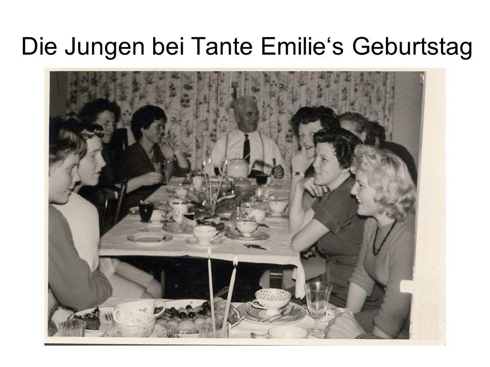 Die Jungen bei Tante Emilie's Geburtstag