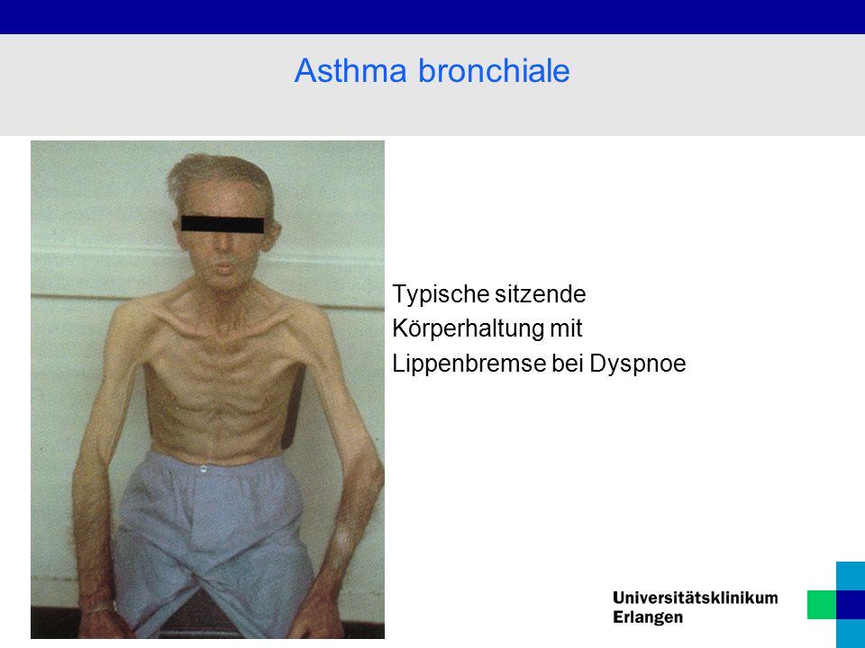 Typische sitzende Körperhaltung mit Lippenbremse bei Dyspnoe Asthma bronchiale