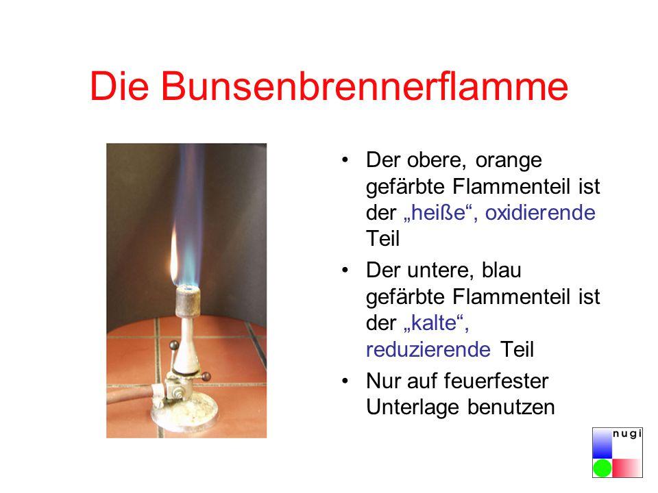 """Die Bunsenbrennerflamme Der obere, orange gefärbte Flammenteil ist der """"heiße , oxidierende Teil Der untere, blau gefärbte Flammenteil ist der """"kalte , reduzierende Teil Nur auf feuerfester Unterlage benutzen"""