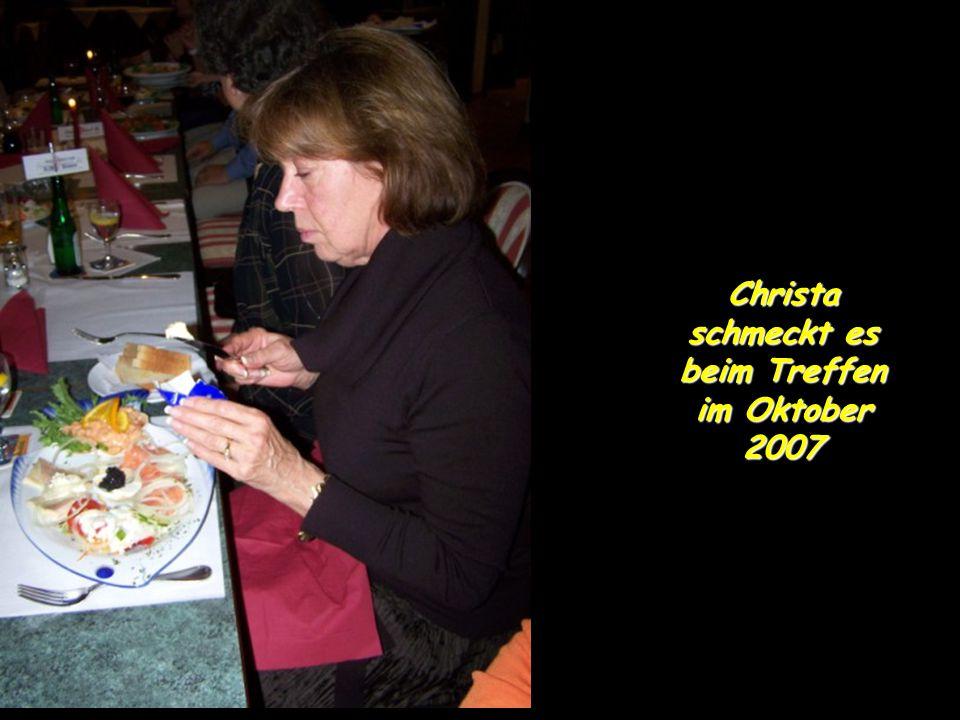 Christa schmeckt es beim Treffen im Oktober 2007