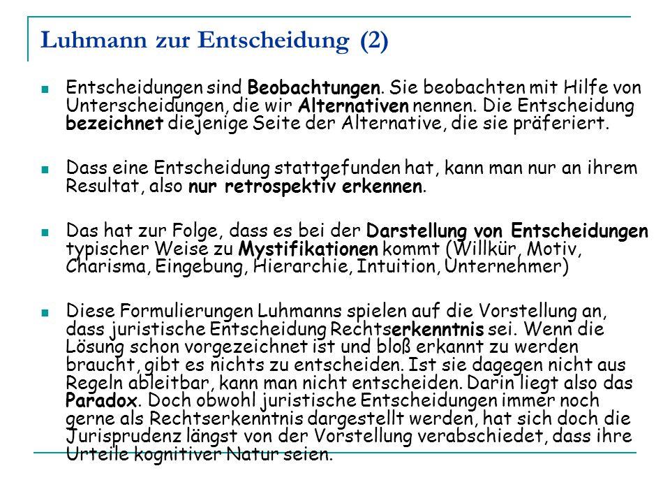 Luhmann zur Entscheidung (2) Entscheidungen sind Beobachtungen. Sie beobachten mit Hilfe von Unterscheidungen, die wir Alternativen nennen. Die Entsch
