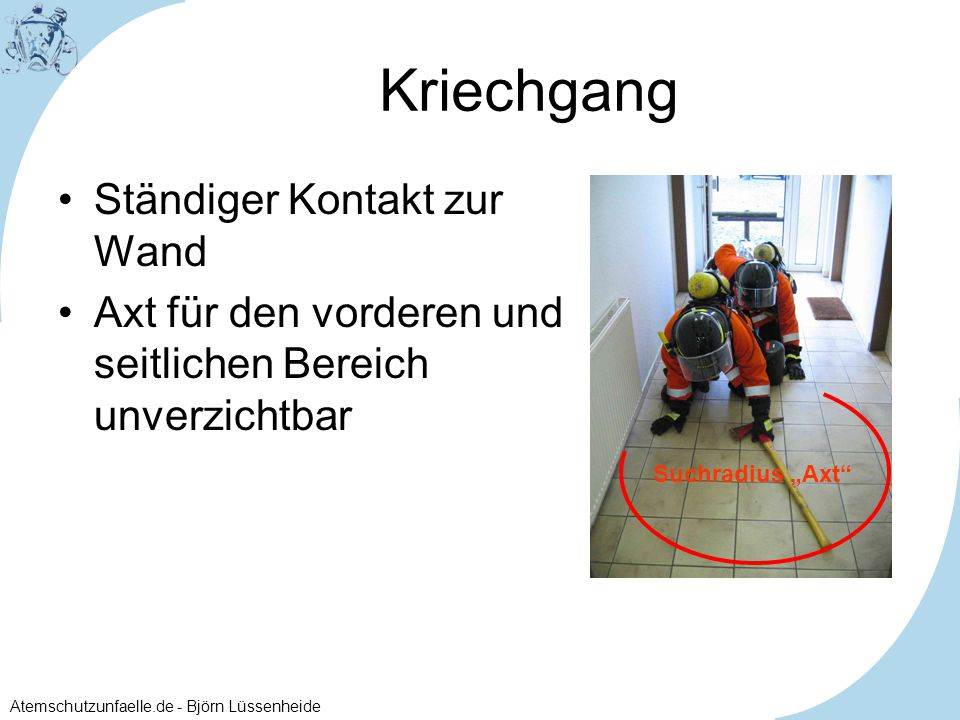 """Atemschutzunfaelle.de - Björn Lüssenheide Kriechgang Ständiger Kontakt zur Wand Axt für den vorderen und seitlichen Bereich unverzichtbar Suchradius """""""
