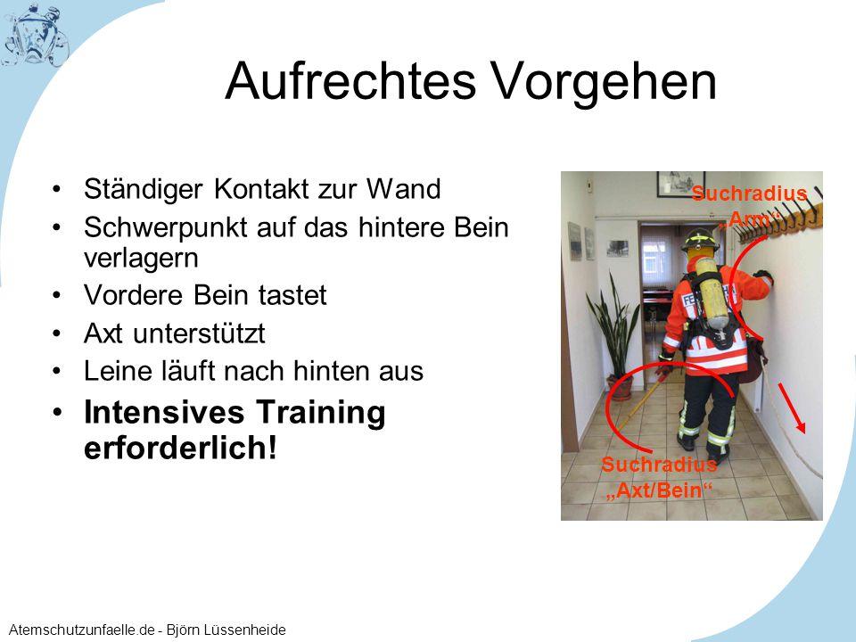 Atemschutzunfaelle.de - Björn Lüssenheide Aufrechtes Vorgehen Ständiger Kontakt zur Wand Schwerpunkt auf das hintere Bein verlagern Vordere Bein taste