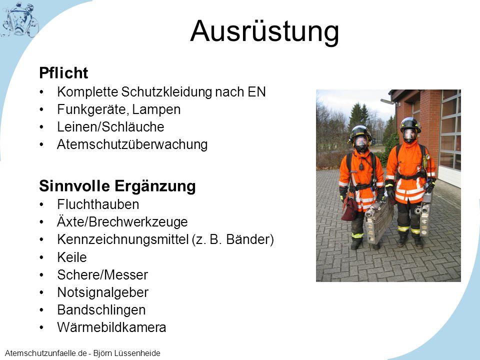 Atemschutzunfaelle.de - Björn Lüssenheide Getrennte Suche: Trupp 1 (blau) sucht die Wohnung ab (ohne Schlauchleitung) Trupp 2 (rot) riegelt den Brandherd ab
