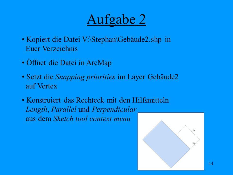 44 Aufgabe 2 Kopiert die Datei V:\Stephan\Gebäude2.shp in Euer Verzeichnis Öffnet die Datei in ArcMap Setzt die Snapping priorities im Layer Gebäude2 auf Vertex Konstruiert das Rechteck mit den Hilfsmitteln Length, Parallel und Perpendicular aus dem Sketch tool context menu