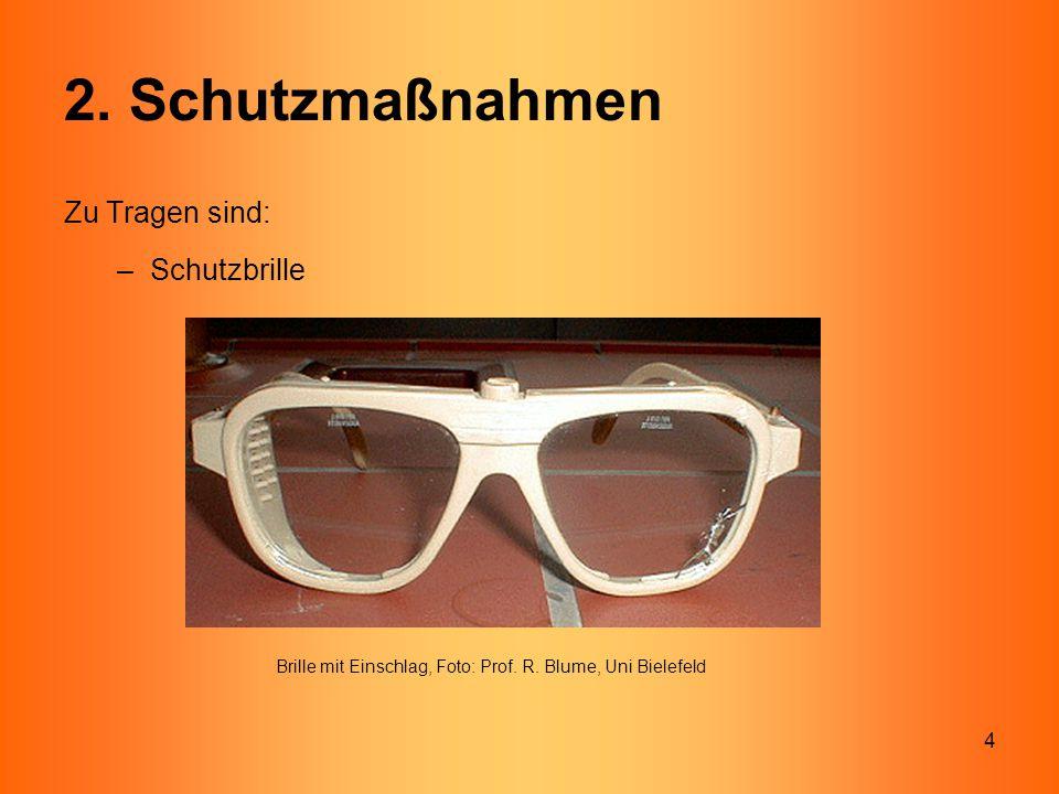 4 2. Schutzmaßnahmen Zu Tragen sind: –Schutzbrille Brille mit Einschlag, Foto: Prof. R. Blume, Uni Bielefeld