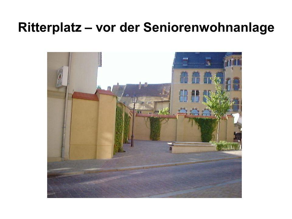 Ritterplatz – vor der Seniorenwohnanlage