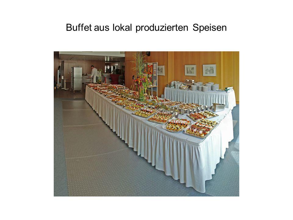 Buffet aus lokal produzierten Speisen