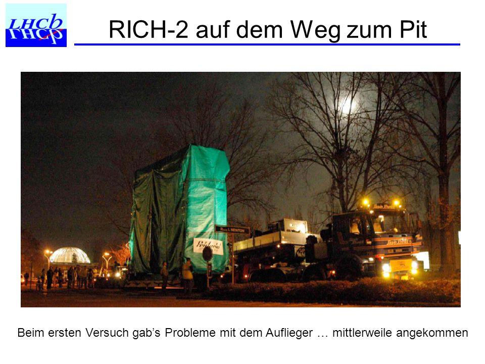 RICH-2 auf dem Weg zum Pit Beim ersten Versuch gab's Probleme mit dem Auflieger … mittlerweile angekommen
