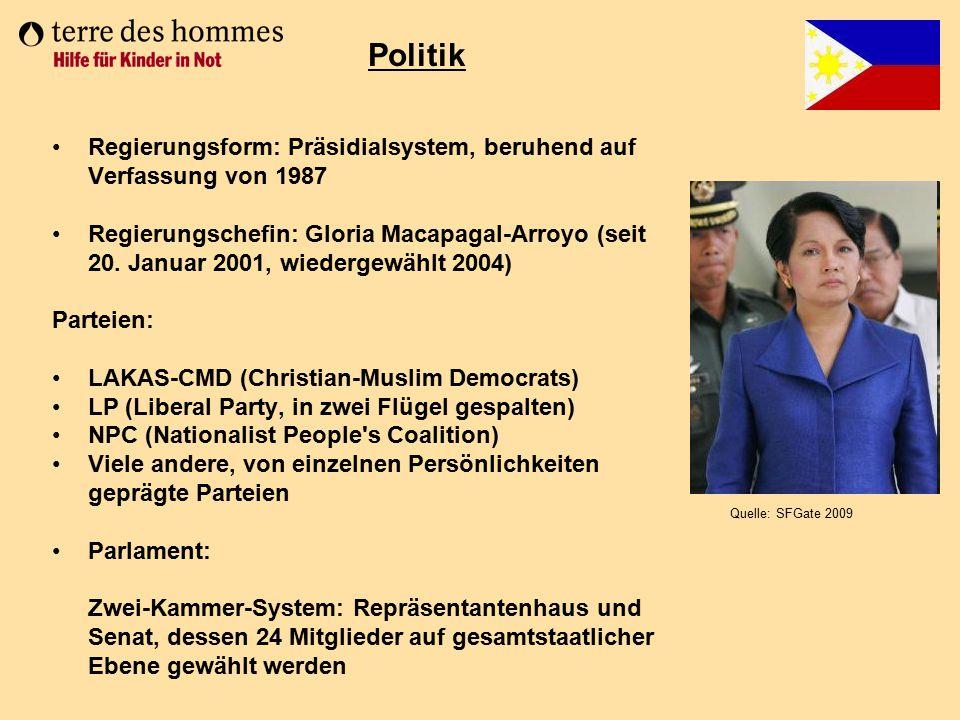 Regierungsform: Präsidialsystem, beruhend auf Verfassung von 1987 Regierungschefin: Gloria Macapagal-Arroyo (seit 20. Januar 2001, wiedergewählt 2004)
