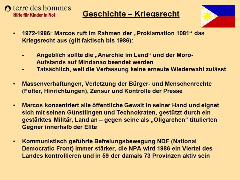 """1972-1986: Marcos ruft im Rahmen der """"Proklamation 1081"""" das Kriegsrecht aus (gilt faktisch bis 1986): - Angeblich sollte die """"Anarchie im Land"""" und d"""