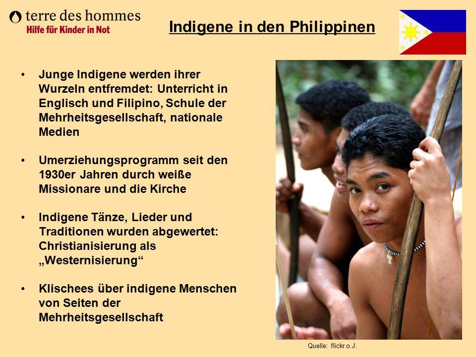 Junge Indigene werden ihrer Wurzeln entfremdet: Unterricht in Englisch und Filipino, Schule der Mehrheitsgesellschaft, nationale Medien Umerziehungspr